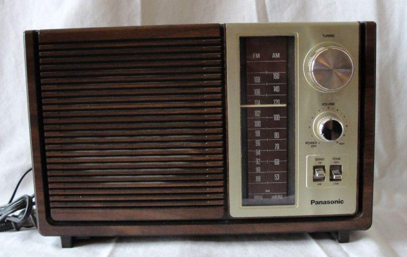 VINTAGE PANASONIC AM/FM RADIO MODEL RE 6280 |